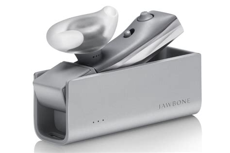 Headset Bluetooth Jawbone Era jawbone era bluetooth earpiece gets siri and now support digital trends
