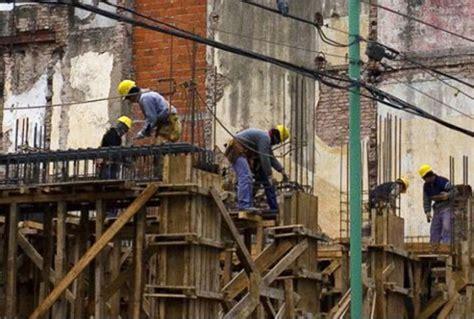 trabajadores de la construccion en negro portal 22 de abril d 237 a del trabajador de la construcci 243 n