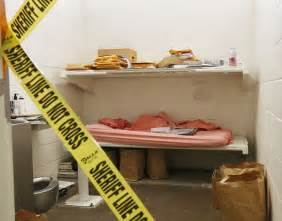 photos show boyfriend killer jodi arias cred cluttered jail cell image gallery jodi arias jail cell