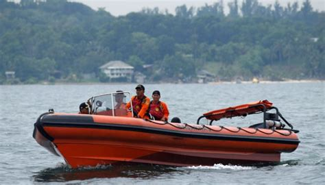 boat from malaysia to indonesia boat carrying indonesian workers capsized off malaysian