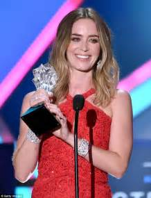 best actress emily blunt emily blunt stage bombed by husband john krasinski at