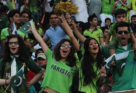 pakistan fans pakistan fans turn up in large numbers for cricket s return