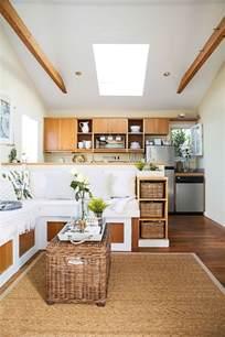 Superbe Meubles Pour Petit Appartement #1: amenagement-petit-espace-modele-deco-salon-tapis-en-rotin-meubles-en-rotin.jpg
