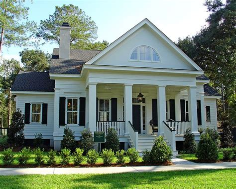 southern house plans with porches and columns best 25 traditional house plans ideas on pinterest house plans 4 bedroom house