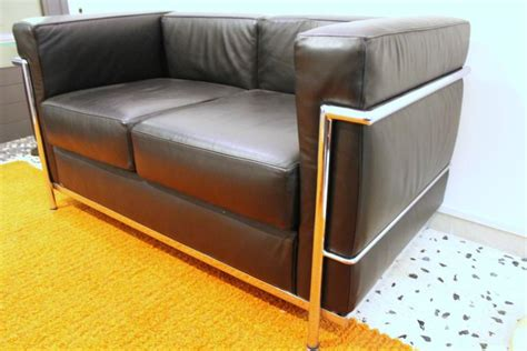 lc2 couch lc2 sofa by le corbusier for alivar for sale at 1stdibs