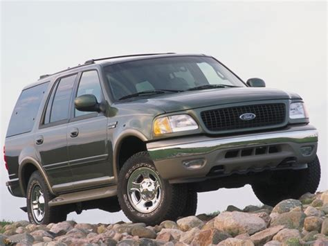 compare chevrolet tahoe and ford expedition which is better