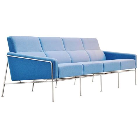 Arne Jacobsen Sofa by Arne Jacobsen Sofa Model 3300 4 Fritz Hansen Denmark
