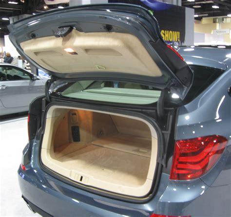File:2010 BMW 550i Gran Turismo trunk    2010 DC