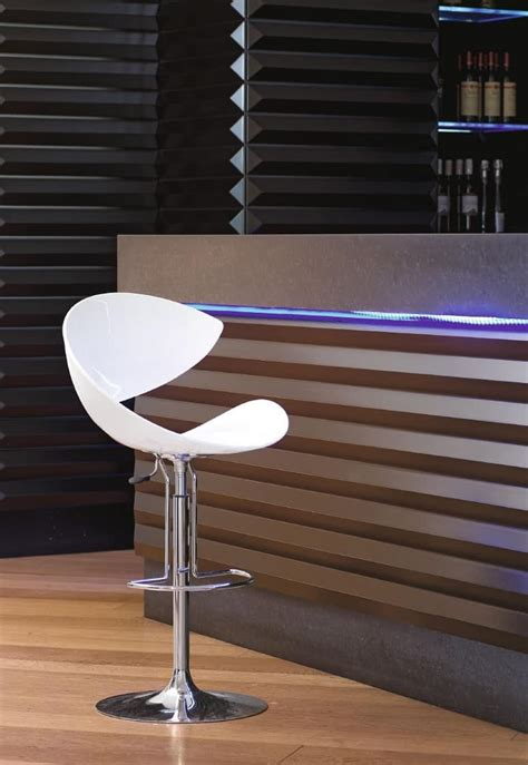 sgabelli regolabili sgabello design girevole con poggiapiedi per cucina