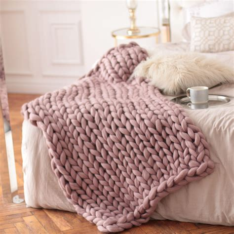 decke pink wool hugs dusty pink chunky knit blanket pink throw blanket