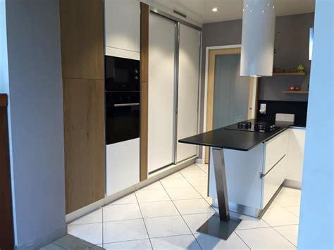 cuisine cach馥 par des portes nouvelle cuisine