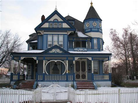 queen anne style home a taylor ray house gallatin missouri victorian