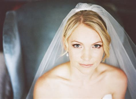 Diy Wedding Hairstyles With Veil by Simple Chic Chignon Diy Wedding Hairstyles Traditional