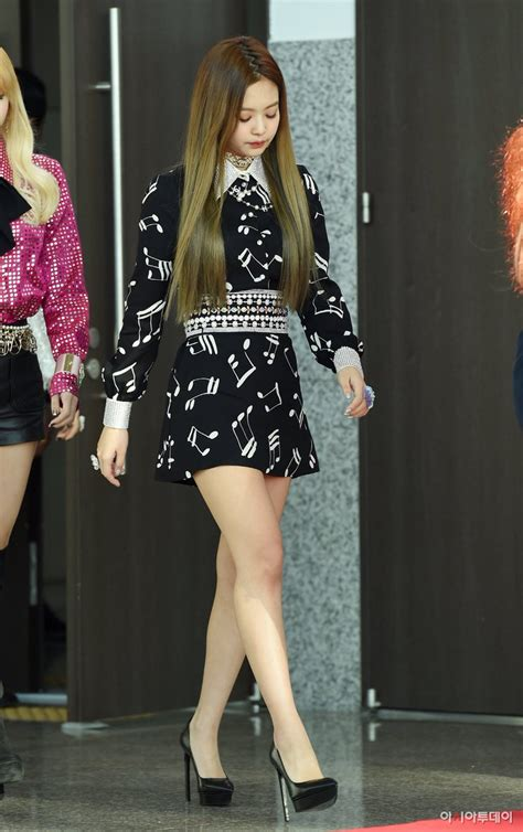 blackpink onehallyu event blackpink at golden disk awards red carpet
