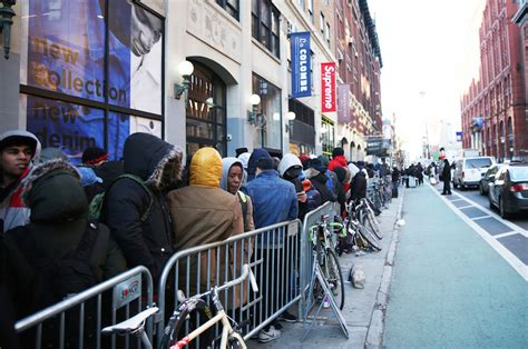 supreme ny new york city supreme enthusiasts line up for ss