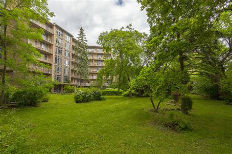 Lakeshore Garden Apartments by Rent Bachelor Available At 2527 Lake Shore Blvd West