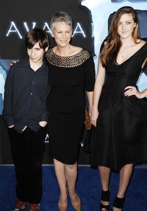 christopher guest spouse jamie lee curtis shows off her kids at avatar premiere