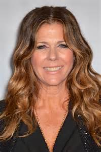 best hair colour over50s pictures best hair colors for women over 50 rita wilson hair highlights