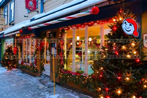 romantic things to do in quebec city stroll through old