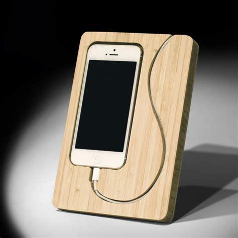 iphone  dock  matches  phone  design elegance