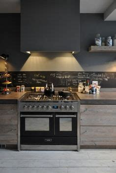 houten keuken creative kitchen backsplash ideas landelijke houten keuken met stoer fornuis en achterwnad