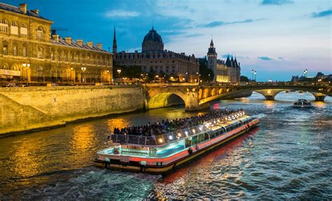 paris boat trip dinner dinner cruise along the seine with bateaux mouches river