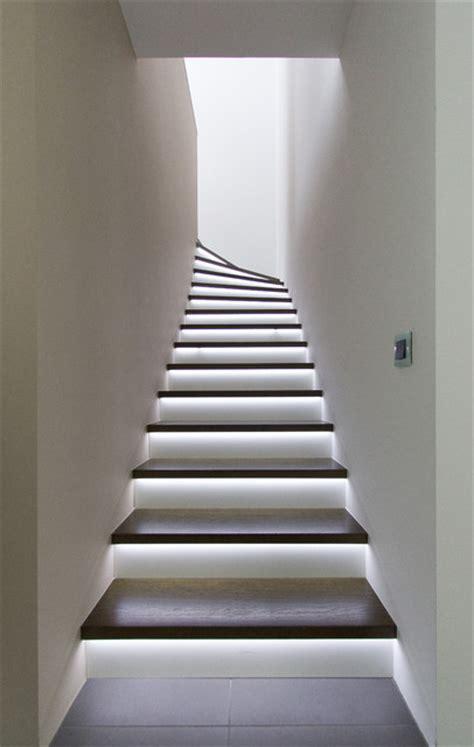 beleuchtung stiegenhaus geschosstreppe mit led beleuchtung modern treppenhaus