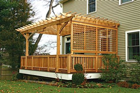 deck w pergola and privacy lattice wall front yard