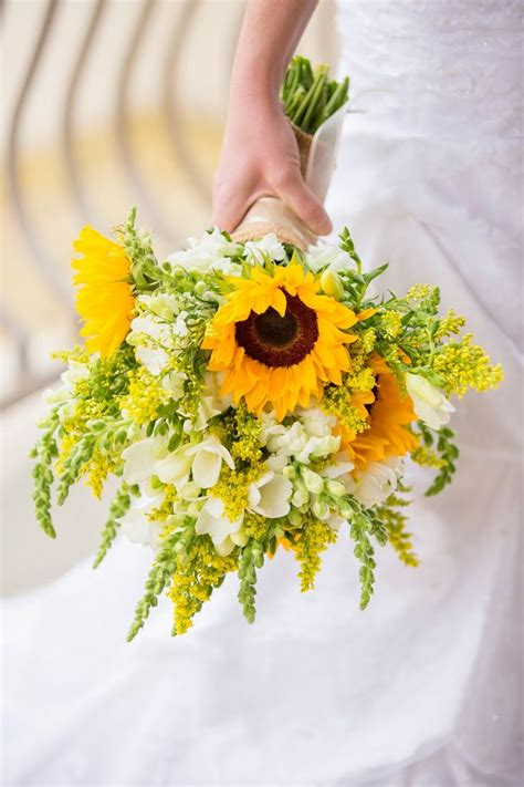 wedding bouquet sunflowers 457 best sunflower theme images on sunflowers