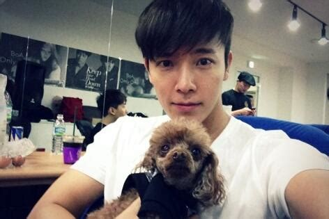 Donghae Twitter | 130319 donghae twitter update queen s e l f
