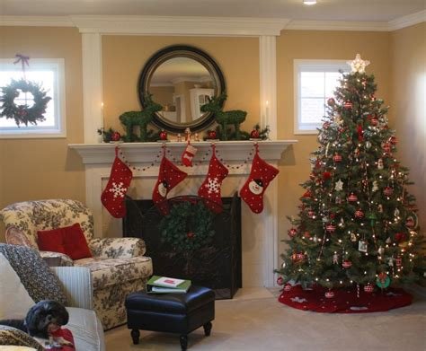 arrange living room with christmas tree maizie in the family room christmas tree hooked on houses