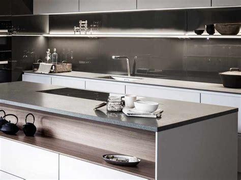 küche einbauen arbeitsplatte k 252 che metall