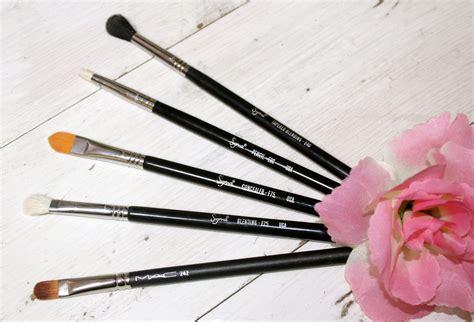 Laneige Large Eyeshadow Brush 09 my top 5 must eyeshadow brushes s beautiful