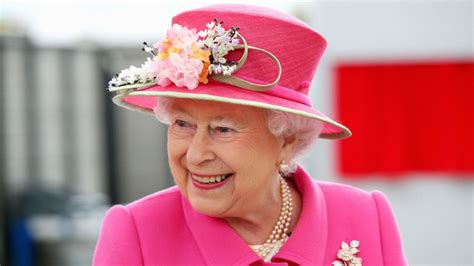 queen elizabeth song the queen said to enjoy a rousing sing song as top 10