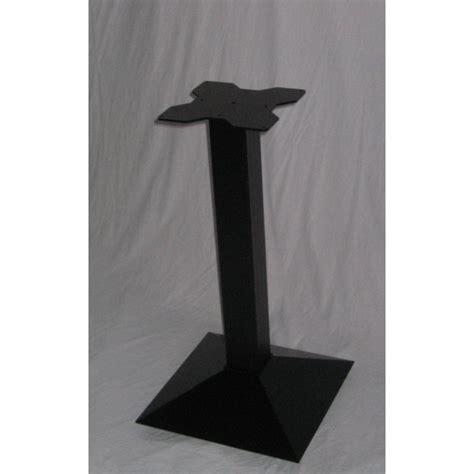 tavoli con gamba centrale tavolo gamba centrale ghisa top legno tavolini ristorante