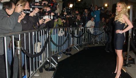 Lindsay Lohan Will Shoot The Paparazzi by Lindsay Lohan Carpert W Paparazzi Prphotos 600x350 Jpg
