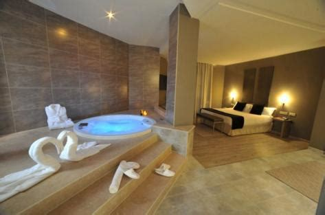 find hotel rooms  jacuzzi hotel booking