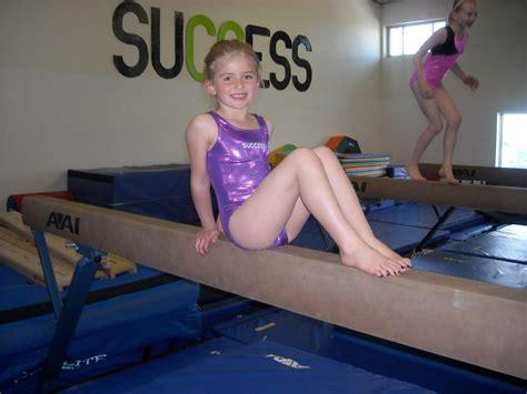 little legs young little girls gymnastics download foto gambar