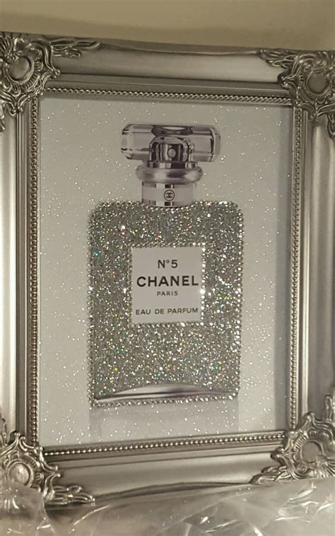 Rhinestone Bedroom Decor by Best 25 Bling Bedroom Ideas On Chanel Print