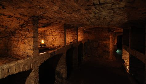 underground vaults historical walking tour image gallery edinburgh vaults