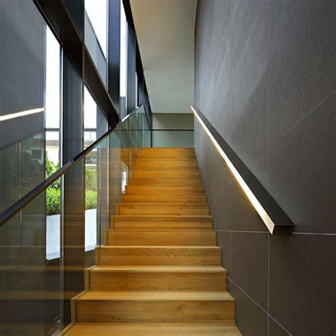 corrimano a muro per scale interne illuminazione per scale interne 30 idee originali con