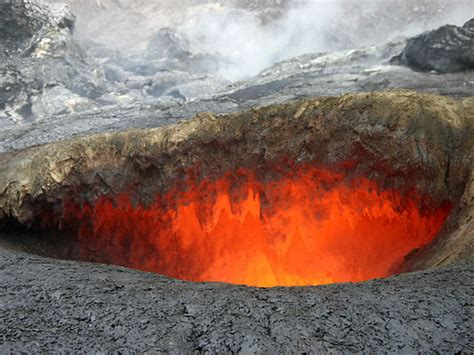 lava in kilauea hawaii volcano from bing the virtual cave s virtual lava tube birth of lava tubes