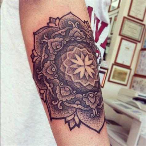 stipple tattoo rickyleerichards mandala tattoos mandalas