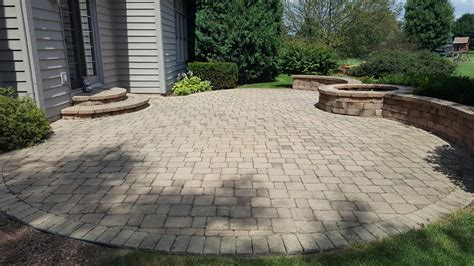 How To Seal Patio Pavers 100 How To Seal A Paver Patio Patio And Driveway Paver Foun Concrete Patio River Rock Border
