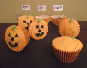 pumpkin decorated cupcakes carve your own pumpkin cupcakes gloverly cupcakes