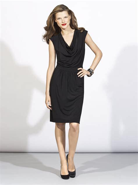 chic   knee  neck  black dress