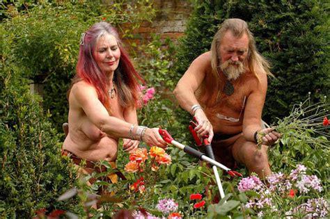 Lu Sorot Bidan gardeners to divorce and sell home as he is a