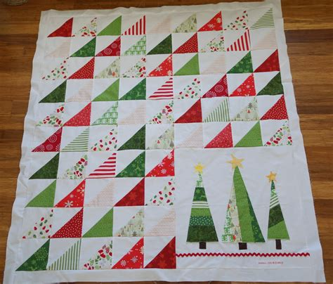pattern for a christmas quilt lo ray me triangle christmas quilt