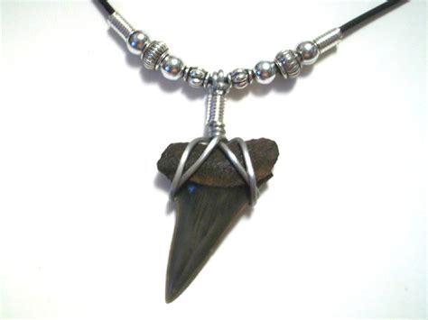how to make a shark tooth necklace