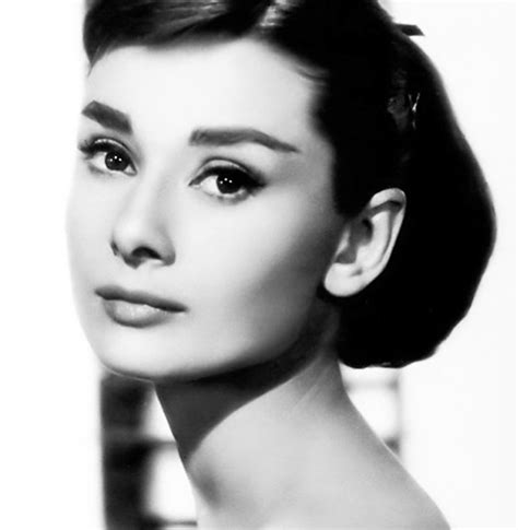 Audrey Hepburn Biography In Spanish | audrey hepburn biography famous people in english